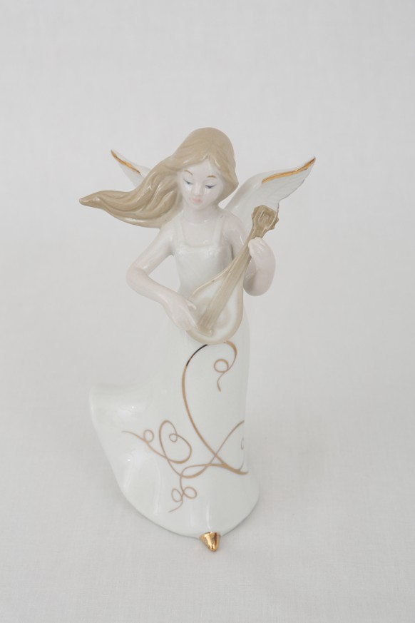 порцеланова фигура ангелче
